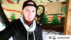 #Repost _xyineznaet with _repostapp_・・・_Не сделать фото на фоне Боба было бы кощунством) Спасибо дру