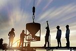 Byggnadsarbetare vid solnedgången