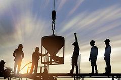 夕方の建設労働者