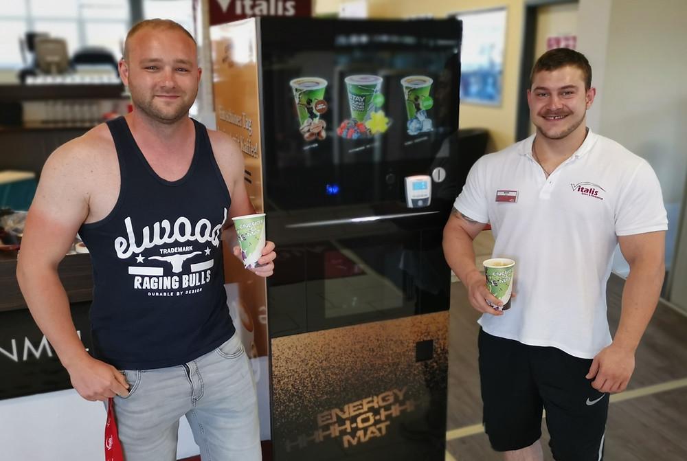 ENERGY O MAT ist bei Vitalis am Chiemsee eingetroffen. Eiweiß Shake aus dem besten Automat.