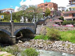 Puente-sobre-el-rio-Tomebamba
