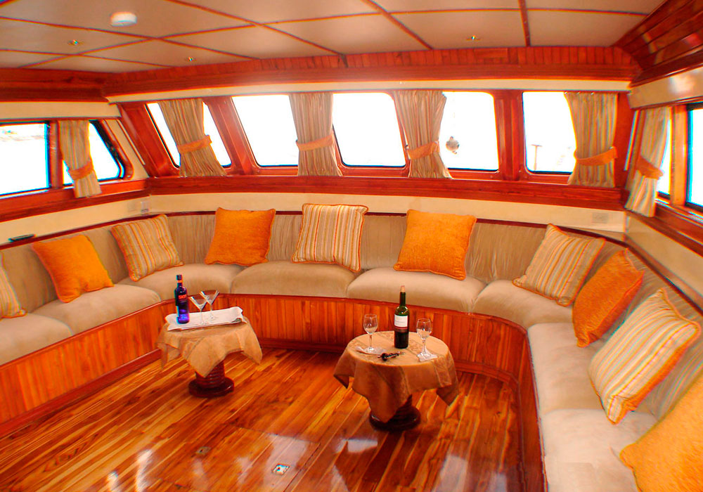 4-estrella-del-mar-yacht-galapagos-cruises-on-line