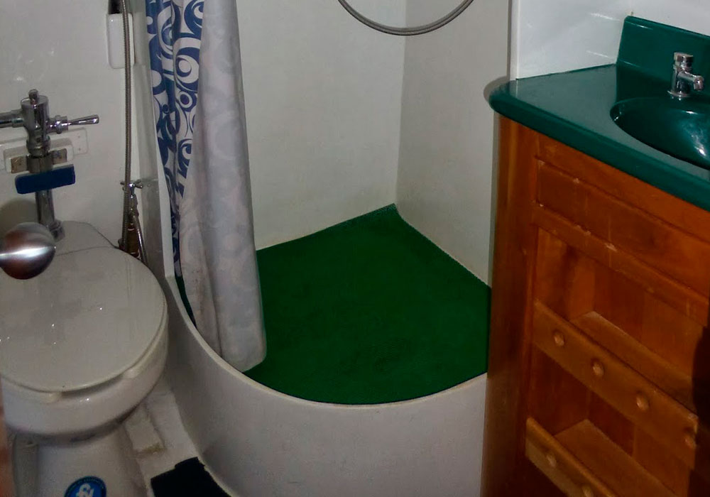9-Angelito-bathroom