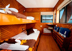 2-estrella-del-mar-yacht-galapagos-cruises-on-line