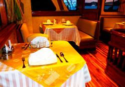 10-estrella-del-mar-yacht-galapagos-cruises-on-line
