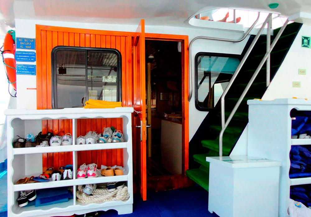 6-estrella-del-mar-yacht-galapagos-cruises-on-line