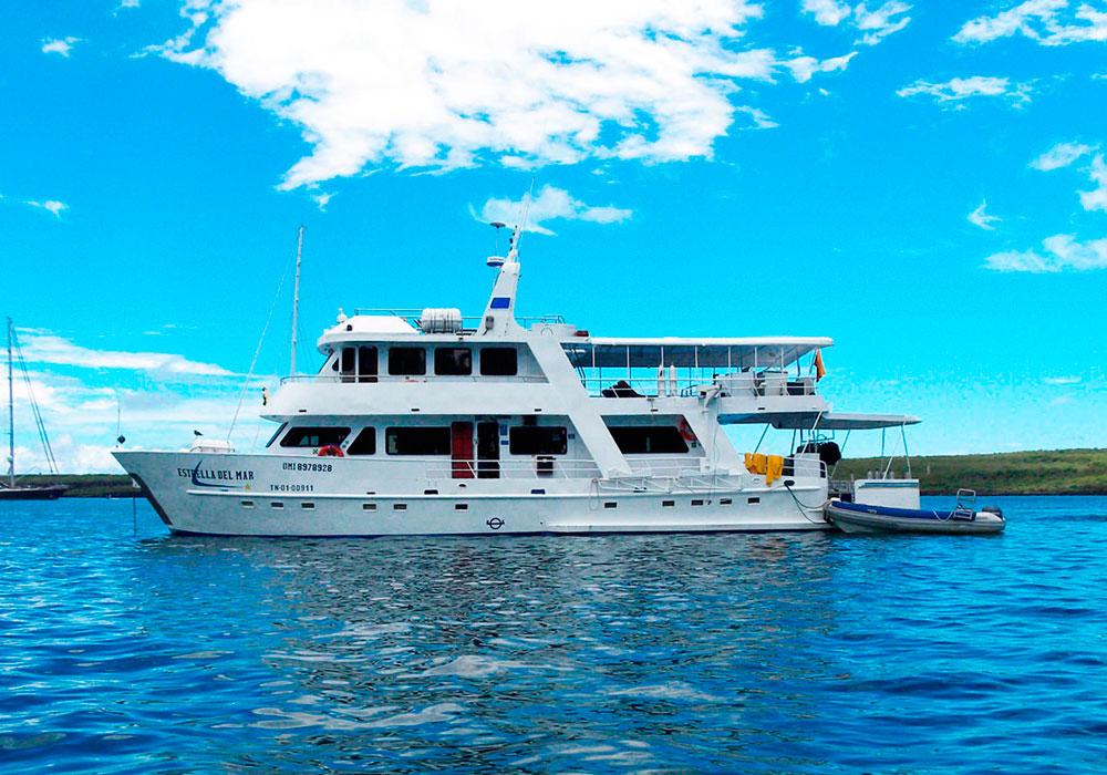 8-estrella-del-mar-yacht-galapagos-cruises-on-line
