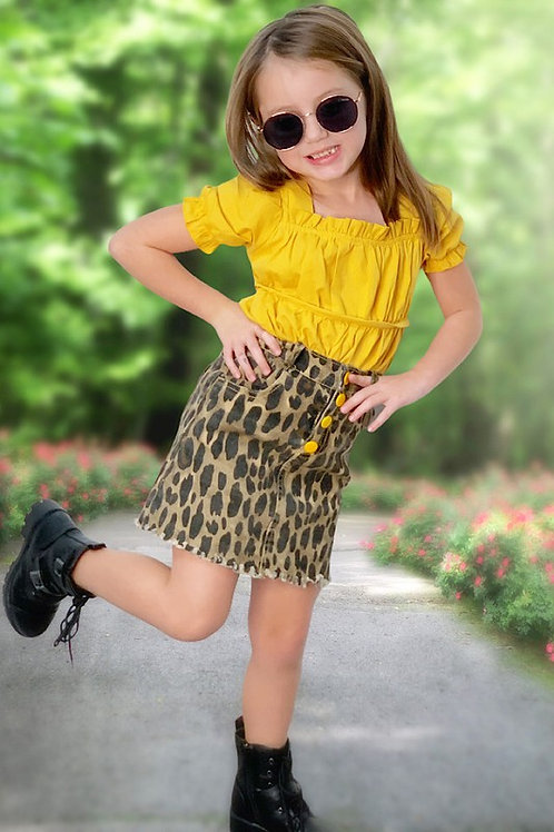 YELLOW RUFFLE TOP W/ ANIMAL PRINTED SKIRT.