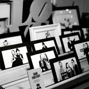 אירועים עסקיים אירועי חברה  עמדת צילום וויט סקרין פוטוסט