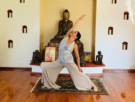 Conoce estas sencillas posturas de yoga