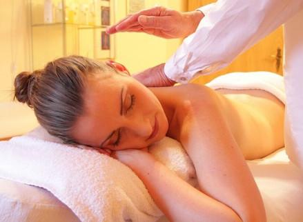 Tipos de masajes para relajación después de una semana ardua de trabajo