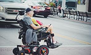 homme en fauteuil roulant.jpg