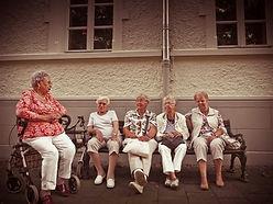 institution, thérapie en groupe, personnes âgées. personnes en situation de handicap.