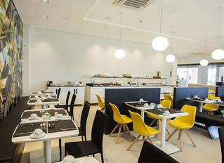 Hotel Wise Travel Inn – Restaurante Flexível com Balcões Allkit