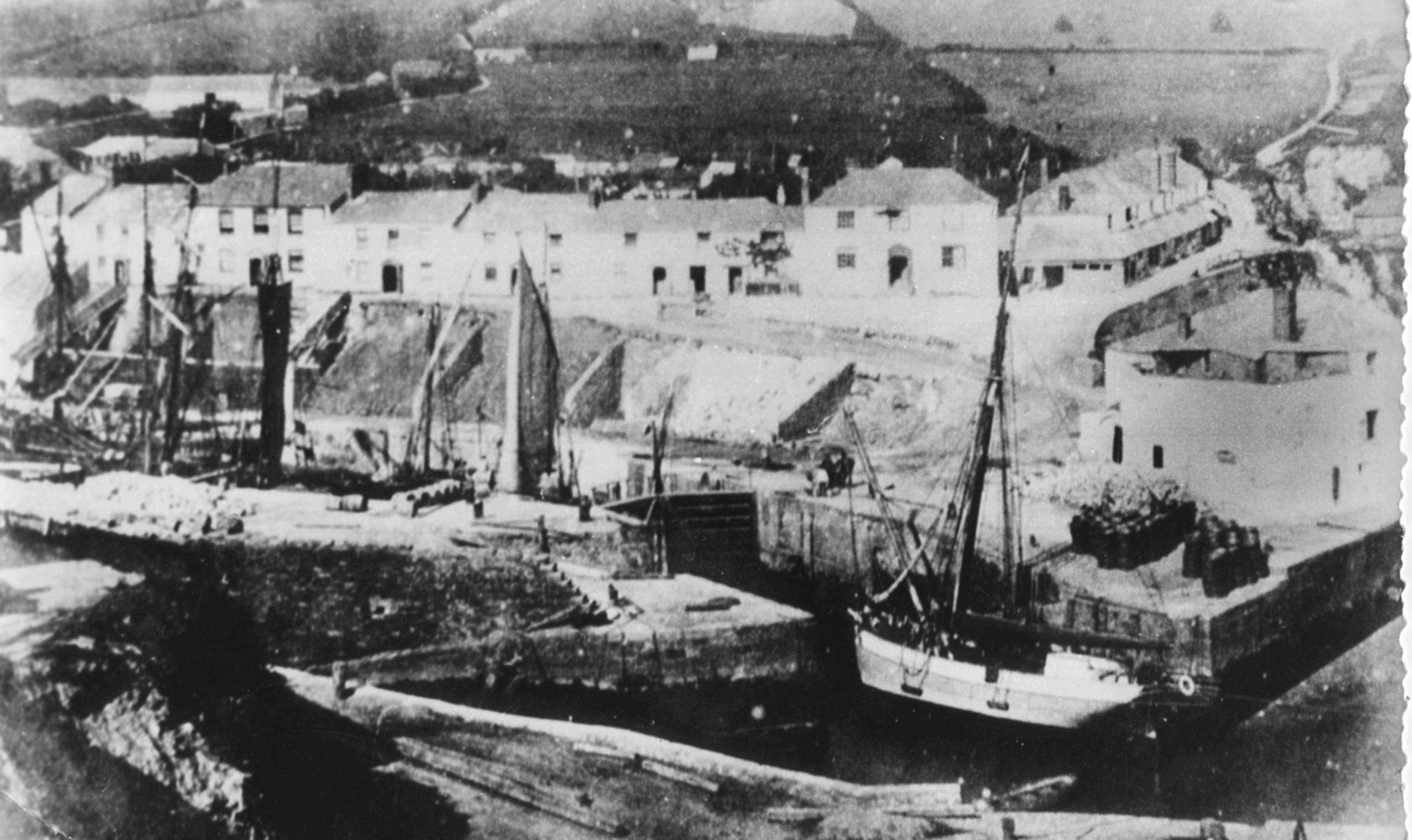 OLD PICTURE OF THE HARBOUR AND GATES
