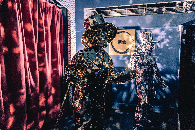 Immersive Mirror Men