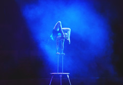 Performance of the acrobat girl in the c