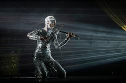 Incredible Mirror Violinist
