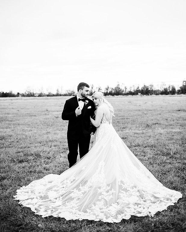baylie-nate-oak-hollow-farm-wedding.jpg