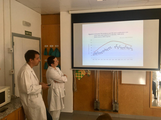 Artemii gives a talk Serveis Clinics