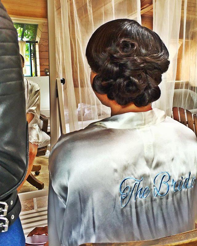 VanityLoungeHair 💍  #bridalhair #thebride #vanitylounge #shesovain #vanityloungehair #weddinghair #