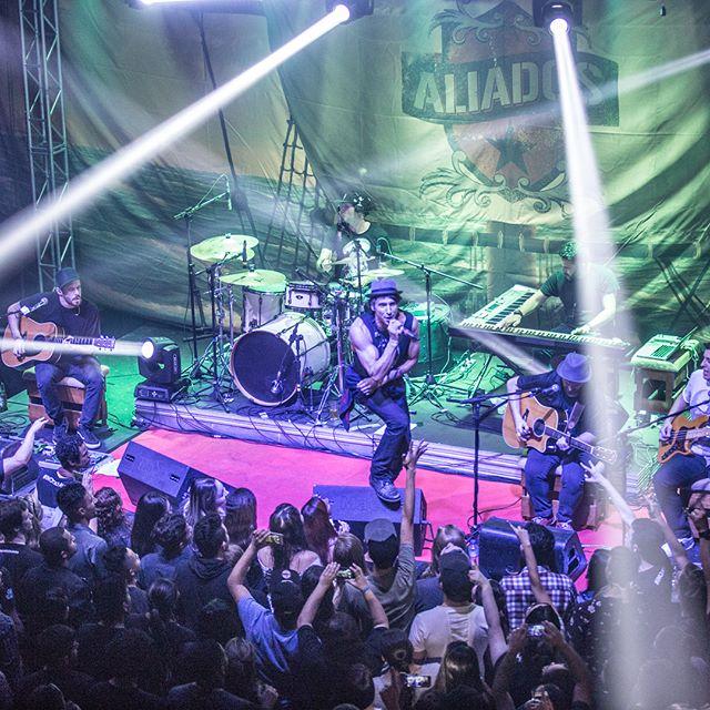2017 lançamos nosso DVD Aliados Acústico no Teatro Mars em São Paulo.jpg