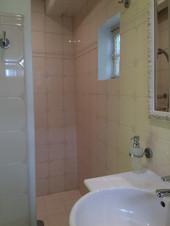 La salle de bain de la chambre au rez de chaussée du Balcon
