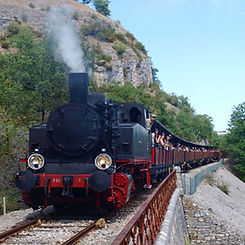 Balade avec le Truffadou petit train à vapeur de Martel près de Carennac