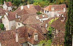 Pierres et tuiles plates signent l'authenticité des villages de la Vallée de la Dordogne