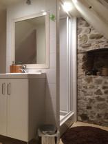 Pierres et plancher bois pour une ambiance chaleureuse au gîte La Loggia à Carennac