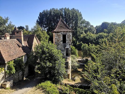 Patrimoine, rivière et nature entourent les gîtes des Terrasses de Carennac
