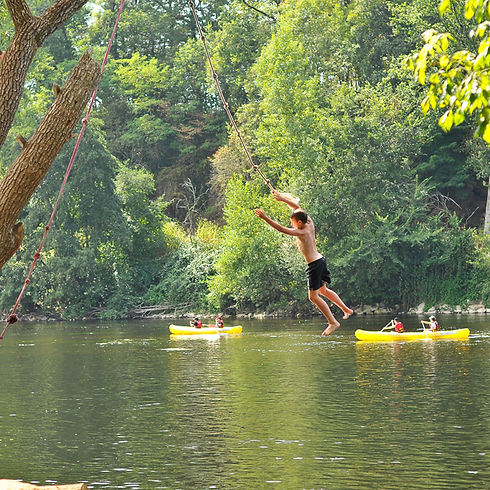 Plongeon rafraichissant dans la sauvage et majestueuse Dordogne