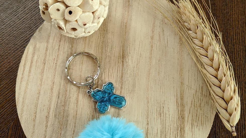 Porte Clef Pompon bleu en fourrure et Croix