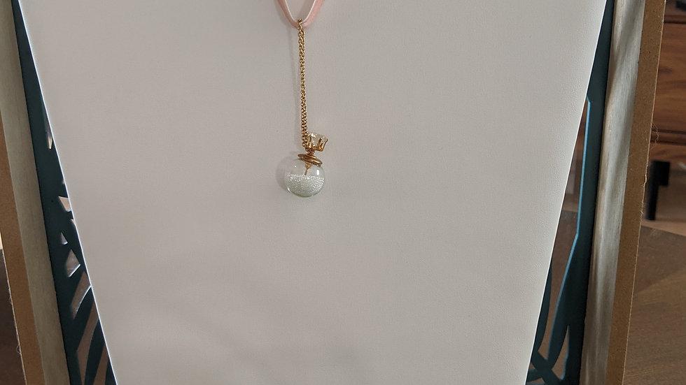 Ras du cou en velours Rose avec sa fiole délicate, chainette plaqué or