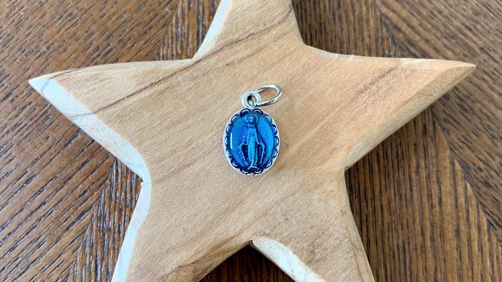 Petite médaille Notre Dame de Lourdes bleue (bénie) - 12 mm