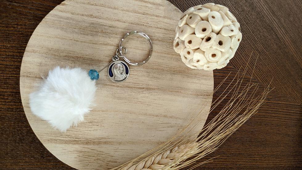 Porte Clef Pompon blanc en fourrure et Médaille de Marie