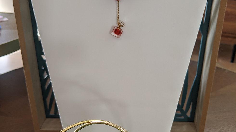 Ras du cou en Dentelle Bordeaux et sa fiole délicate avec chainette en plaqué or