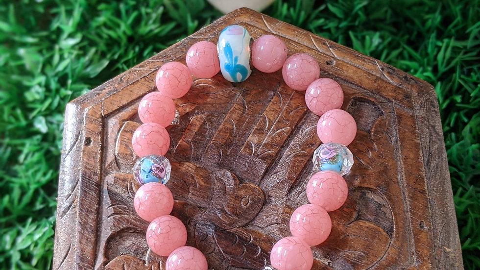 Bracelet Saint Thérèse avec perles de verre bleues et fantaisie roses