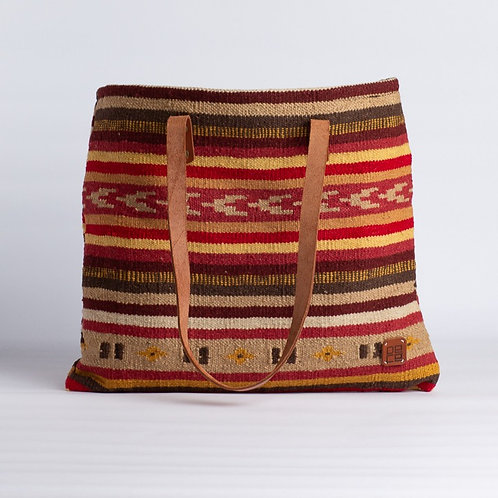 THE LIVIA CARPET TOTE
