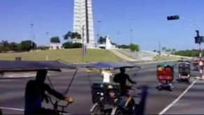 Bicitaxistas protestan en la Plaza de la Revolución