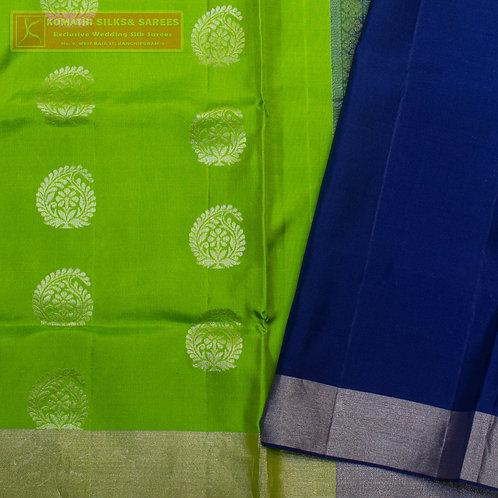 GREEN COLOURED KANCHIPURAM SILK SAREES WITH NAVY BLUE PALLU
