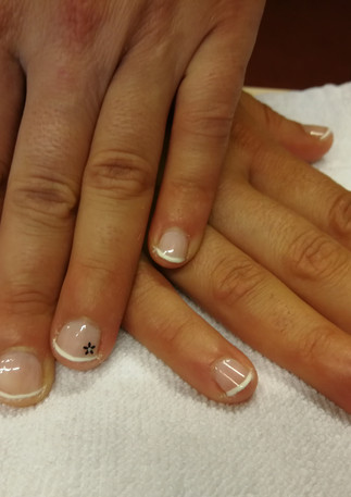 French manucure sur ongles très courts
