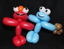 Elmo & cookie balloon twisting