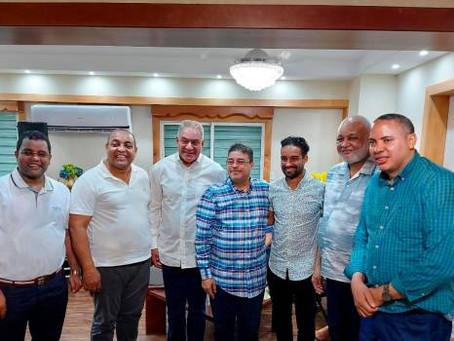 Luguelín Santos recibe apoyo de Educación y Deportes