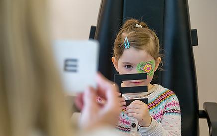 Examen ophtalmologique, Détection précoce chez enfants, Centre d'ophtalmologues Vista Alpina, Viège, Sierre, Valais