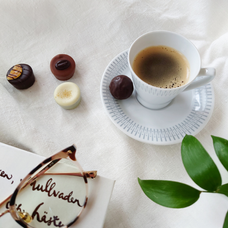 Kaffe, praliner och god läsning
