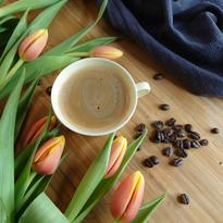 Kaffekopp, bönor & tulpaner
