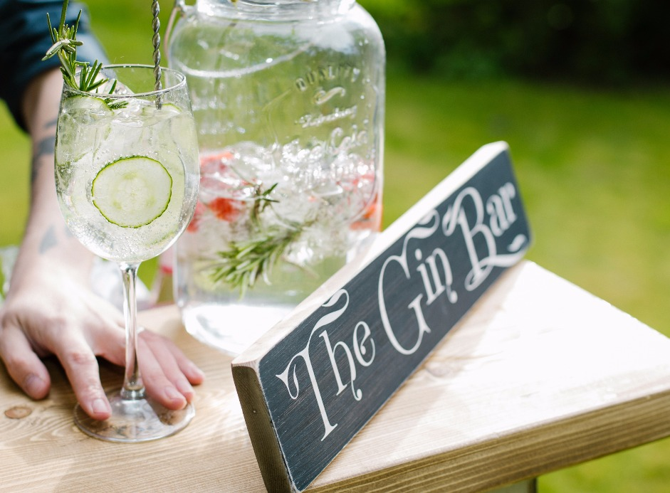 Gin & Tonic in Wine Glass