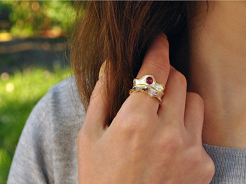 Nature inspired ring with natural stones