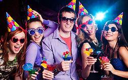 Articles de fête anniversaire, annivesair déguisé, accessoires de fête, décors anniversaires.